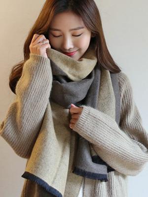 Mate color combination shawl