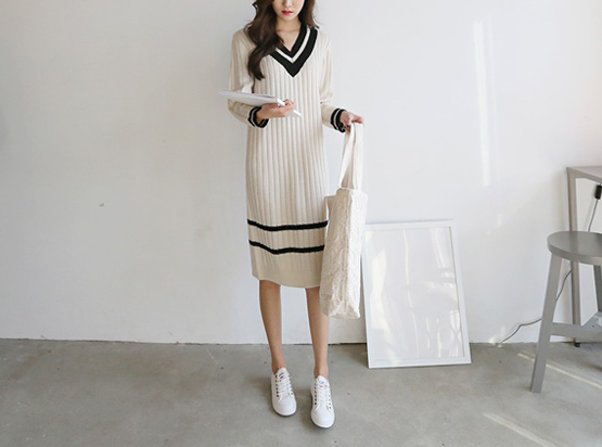 Study V-neck Knit One Piece