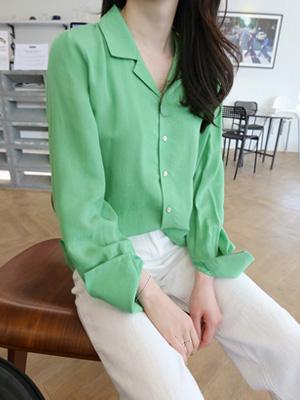 A green shirt