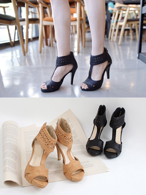 T Strap Sandals (30% OFF)