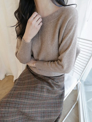 Sourcing Boat Neck Knit
