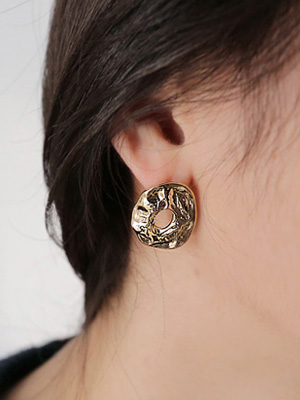 Doyle Gold earring