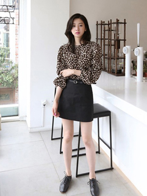 Hen Belt Mini Skirt