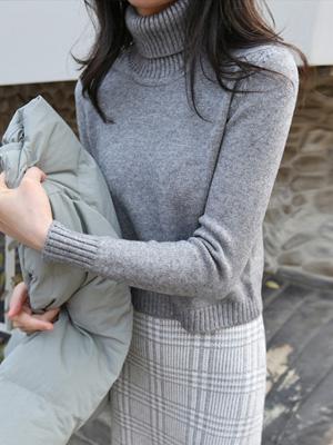Yen Crop Turtleneck Knit
