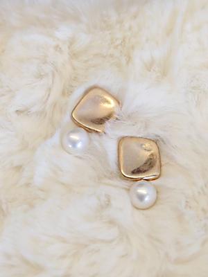 Phone pearl earring
