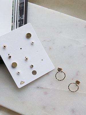 An earring set